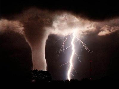 . _\°~.-' فـي نفــقـ مــن النّفآقـ ' -.~°/_. tornado-1.jpg