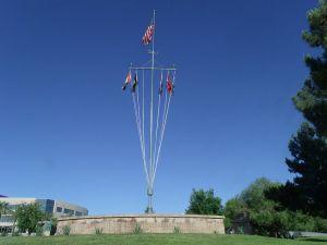 800px-P-Signal_Mast_of_the_USS_Arizona_1