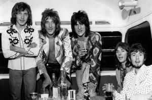 1938059-faces-rod-stewart-ron-wood-1971-617-409