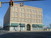 200px-Broadway_Block_(SW_Erie_n_Washington)_P2160036