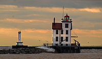 200px-Lorain_West_Breakwater_Light